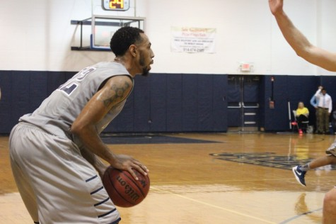 Lyles Battles Back From Injury; Team Sits At 2-4