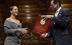 Rihanna receives Humanitarian Award!