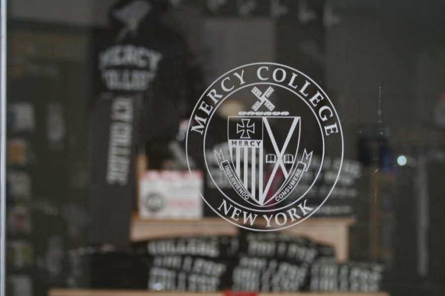 Students Welcome New Store to Mercy
