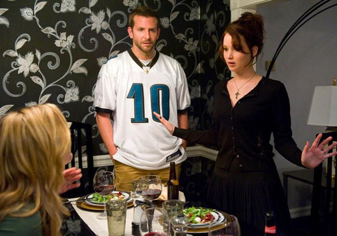 SCENE - BRADLEY AND JENNIFER'S CHARACTER HAVING DINNER IN THEIR FIRST SENCE IN THE MOVIE TOGETHER.