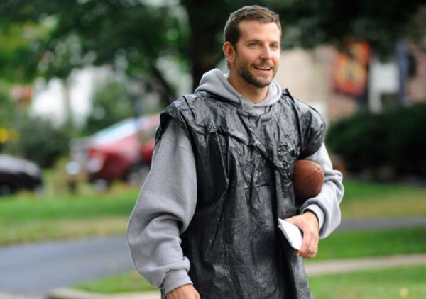 SCENE - PAT (BRADLEY COOPER) GOING ON HIS USUAL RUNS THAT GIVE HIM MOTIVATION.