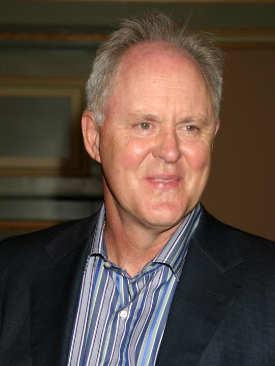 JOHN LITHGOW - PLAYS THE ABSENT FATHER OF LESILE MANN WHO ONLY CAME AROUND ONCE IN A BLUE MOON AND THEY WERE NOT CLOSE AT ALL.