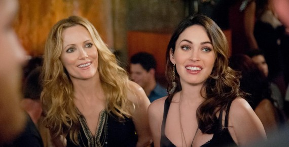 """SCENE IN """"THIS IS 40"""" - LESLIE MANN AND MEGAN FOX AT A BAR WHERE LESILE IS TRYING TO TELL MEGAN SOMETHING IMPORTANT BUT IT DOES NOT WORK OUT."""