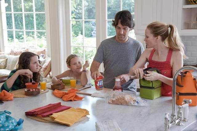 """FAMILY IN MOVIE """"THIS IS 40"""" HAVING BREAKFAST IN THEIR KITCHEN.  CAST (LEFT TO RIGHT IN ORDER)  MAUDE APATOW (OLDEST DAUGHTER), IRIS APATOW (YOUNGER DAUGHTER), PAUL RUDD (FATHER), LESILE MANN (MOTHER)"""