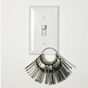 magnetic-light-switch-plate