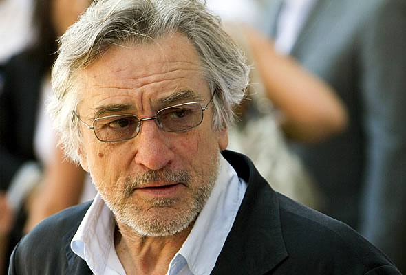 ACTOR - ROBERT DE NIRO LOOKING GOOD.