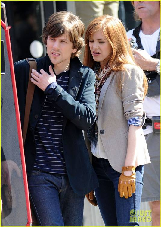 BEHIND THE SCENES WITH JESSIE EISENBERG AND ISLA FISHER.