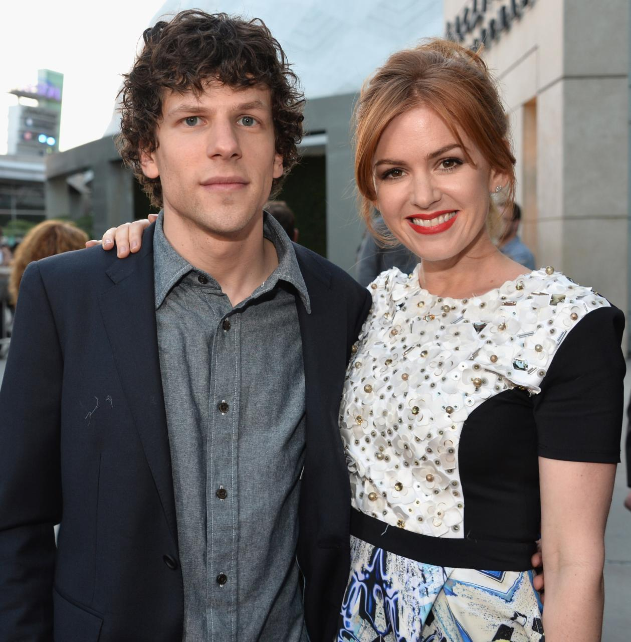 JESSE ESIENBERG AND ISLA FISHER AT A RED CARPET EVENT.