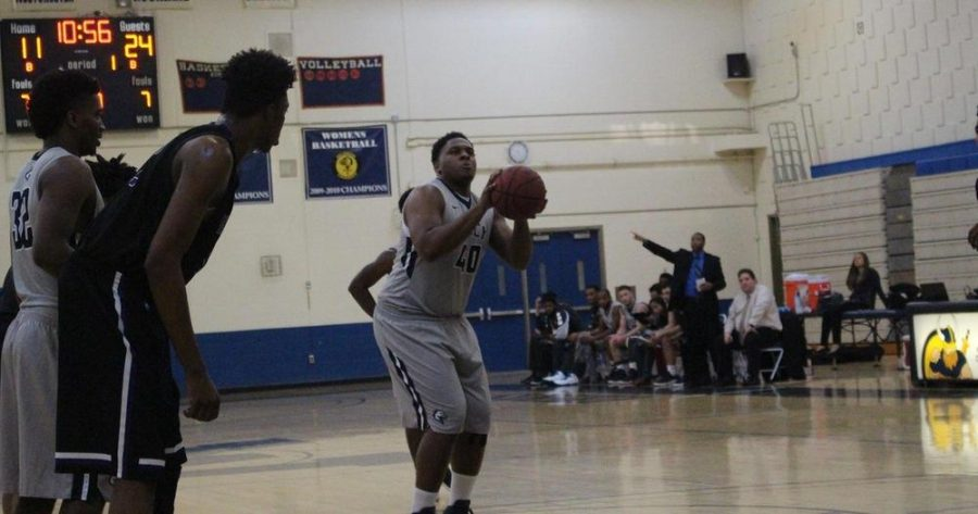 Basketball Squad's Robinson Breaks 1,000 Point Mark